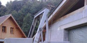Profesionální stavební míchačka s násypkou a žlaby